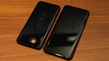 Vľavo Samsung Galaxy s8, vpravo väčší Galaxy S8+