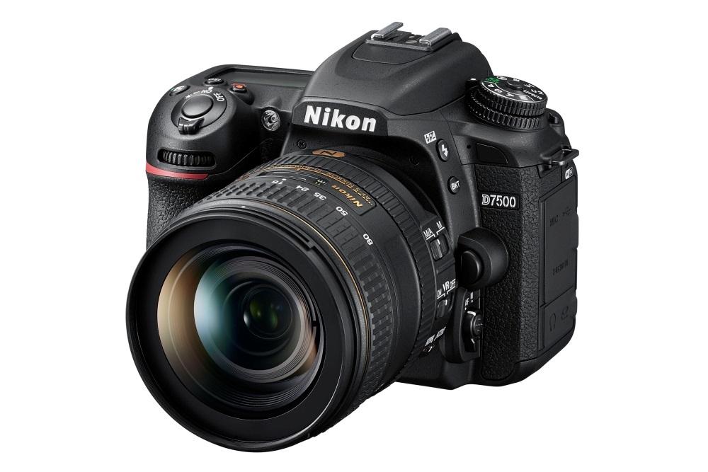 Nikon D7500; celkový pohled