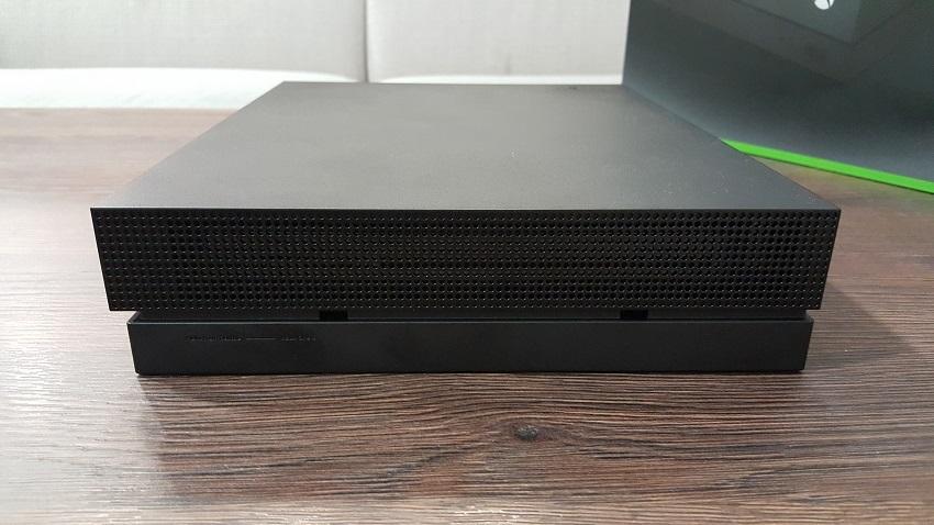 Xbox One X ; obsah balení