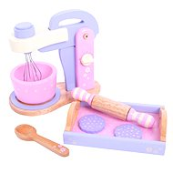 Wooden pink blender with a tray