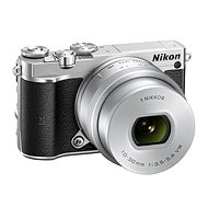 Nikon 1 J5 + 10-30 mm Silber