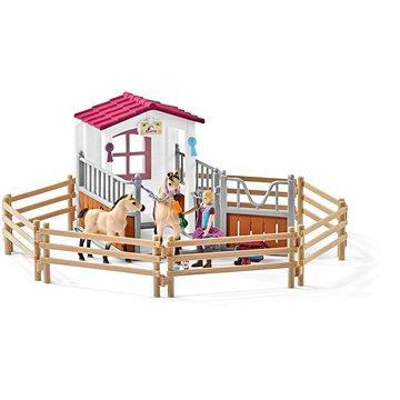 Schleich 42369 Stáj s koňmi Arabskými a ošetřovatelkou (4055744013836)