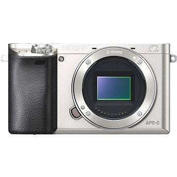 Sony Alpha 6000 stříbrný, tělo (ILCE6000S.CEC) + ZDARMA Paměťová karta Sony Micro SDHC 16GB Class 10 + SD adaptér