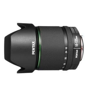 PENTAX smc DA 18-135mm F3.5-5.6 ED AL DC WR (21977) + ZDARMA Štětec na optiku Hama Lenspen